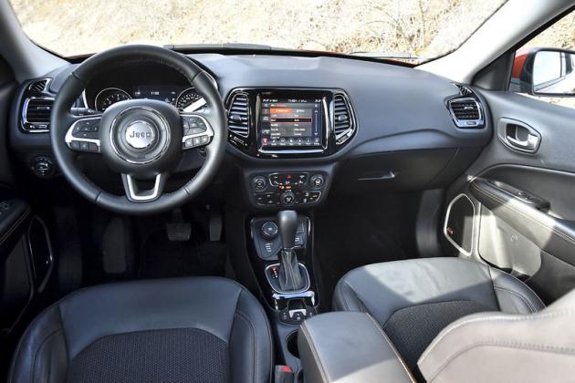 Pracoviště řidiče jepřehledné aestetické; tonejlepší zkoncernu FCA!