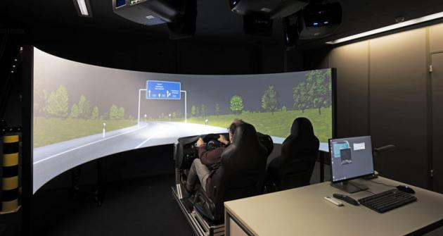 Virtuální noční projížďka ve specializované laboratoři umožní testovat nové světlomety ještě před zkouškami na prototypech