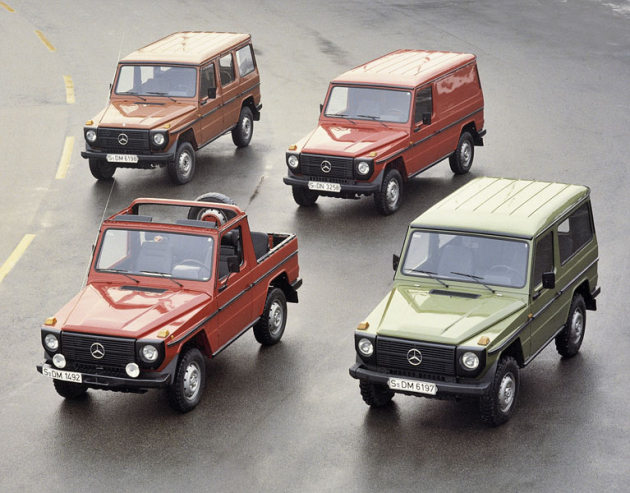 V roce 1975 vedle vojenských verzí byly ve výrobě karoserie třídveřové, pětidveřové, kabrio i van