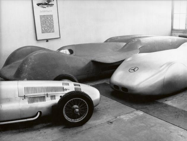 Nějakou dobu strávil speciál T 80 odstaven vtovárních garážích vUntertürkheimu.