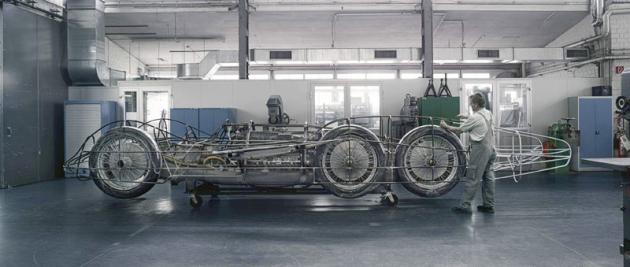 Odborníci z oddělení Mercedes-Benz Classic odvedli při rekonstrukci originálního podvozku T 80 vybaveného motorem DB 603 v řezu, novým prostorovým trubkovým rámem a koly výbornou práci. Ferdinand Porsche by měl jistě radost.