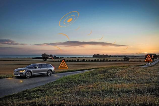 Dalším krokem nacestě k větší bezpečnosti je připravovaný systém komunikace mezi vozidly, která si předávají informace onebezpečí