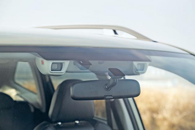 Standardní výbavou je nejnovější generace kamerového systému EyeSight