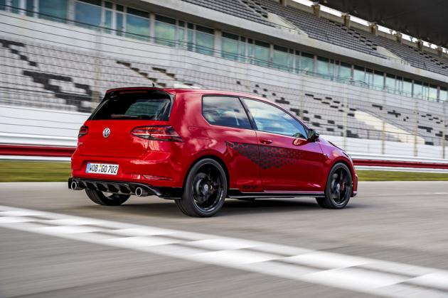 GTI TCR je postaven pro jízdu na okruhu, přitom se ale nevzdává bohaté výbavy
