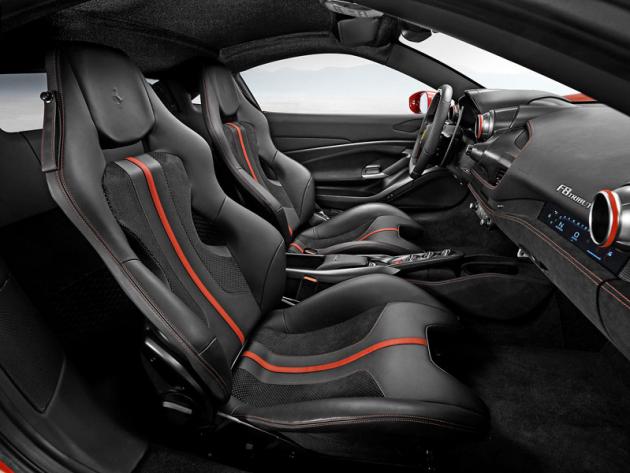 Ferrari nabízí různé verze sedadel atakřka neomezený výběr kombinací barev a čalounění