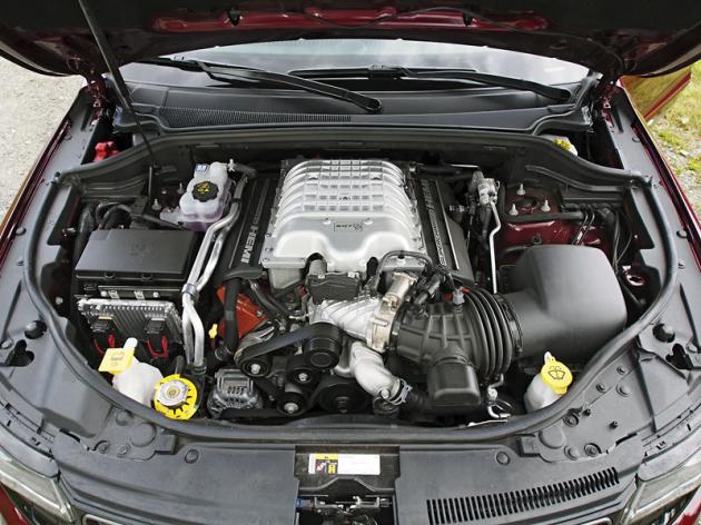 Robustní, kompresorem přeplňovaný osmiválec byl transplantován zkupé Dodge Challenger SRT Hellcat, a to včetně výkonu 527 kW (717 koní)