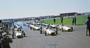 Předsezonní testování formule 3 ve druhé polovině šedesátých let probíhalo na letišti v Hoškovicích