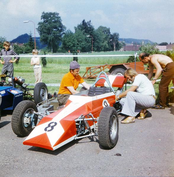 Zájem vždy byl, ale pokusy o vytvoření československého šampionátu nové F4 s motocyklovými dvouválci Jawa 350 skončily jen stavbou prototypů (1968 – 1971)