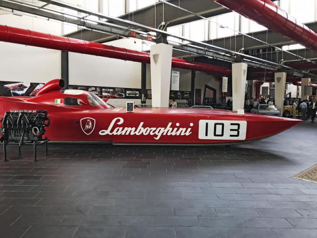 Největší exponát. Fast 45 Diablo Třídy 1 (1992) je 13,5 m dlouhá závodní loď. Dva motory Lamborghini V12 (8171 cm3) ji dovezly k 11 titulům mistra světa třídy Offshore