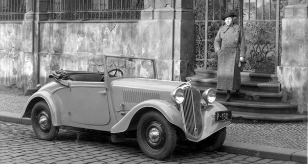 Líbivý dvoumístný roadster byl za 17800 Kč nejlevnějším modelem Popular