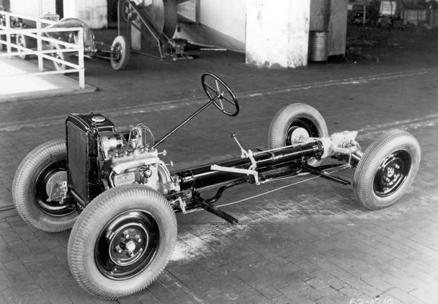Podvozek typu Popular scentrální nosnou rourou apřevodovkou vzadu