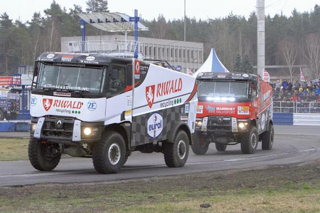 Oprvek mezinárodnosti příjemného setkání se postarali holandští jezdci Gert Huzink aMartin van den Brink svozy Renault K520 4x4 MKR.