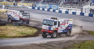 Buggyra vyslala doSosnové svůj tým vplném nasazení. Potrati autodromu kroužily nejen oba dva ostré speciály Phoenix G2 aG3.