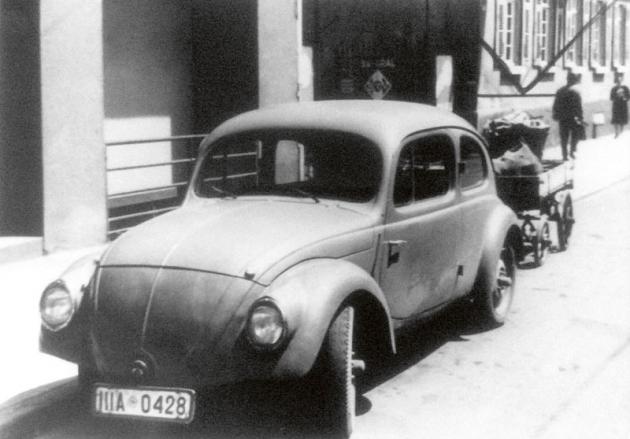 První prototyp Volkswagenu Brouk byl velmi podobný Typu 32, nicméně již se začal líhnout ten správný proporční tvar. Ikdyž bylo ksériové výrobě ještě daleko, Ferdinand Porsche již mohl pomaličku začít slavit.