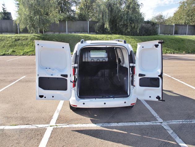 Dacia – Křídlové dveře využijete při nakládání palety vozíkem