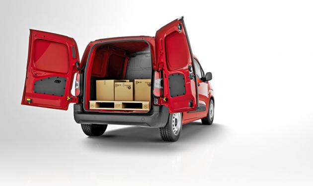 Peugeot Partner – Zadní křídlové dveře jsou ideální pro nakládání palet vozíkem