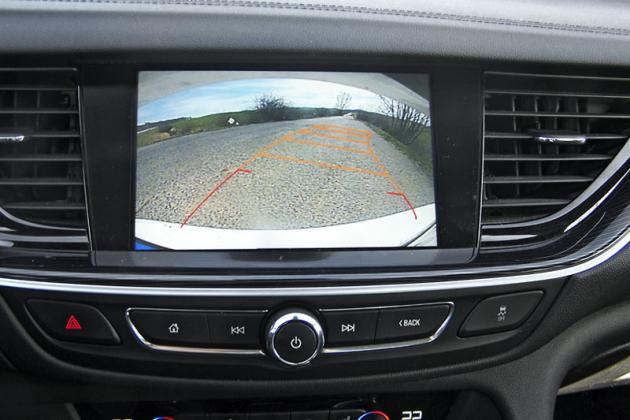 Opel Insignia – Couvací kamera vtéto úrovni výbavy je již povinným standardem