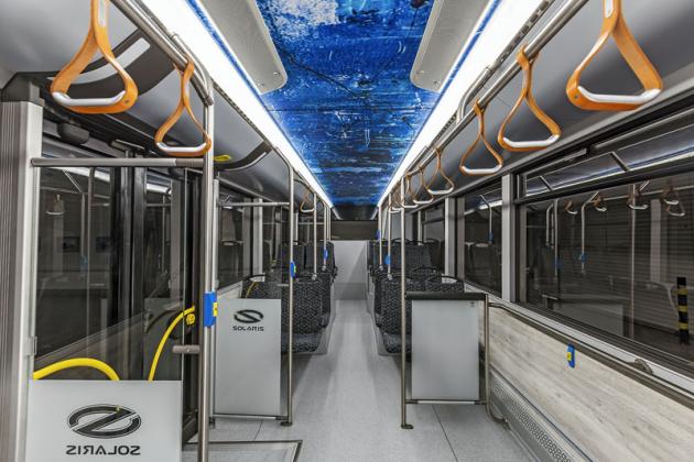 Interiér elektrického autobusu Urbino