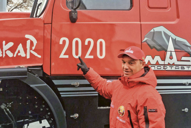 Sergej Vijazovič, šéf týmu MAZ SportAVTO aběloruský jezdec číslo jedna objasňuje celou řadu informací onovém kapotovém speciálu MAZ-6440RR.