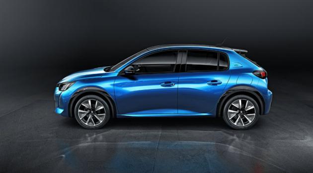 Svým profilem nový Peugeot 208 připomíná stejnojmenného předchůdce. Elektrické provedení e-208 (na snímku) má speciální, aerodynamicky optimalizované ráfky a plastové obklady lemů blatníků