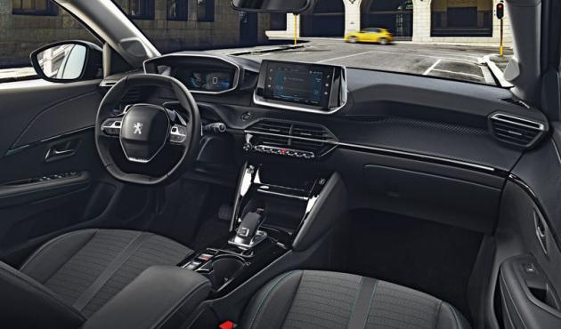 Pracoviště řidiče i-Cockpit může být v P208 vůbec poprvé kombinováno s 3D digitálním přístrojovým štítem. Promítá vybrané údaje před řidiče v podobě hologramu na předsunutou skleněnou destičku