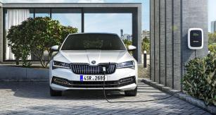 Model Superb iV jeosazen plug-in hybridním poháněcím systémem scelkovým výkonem 160 kW