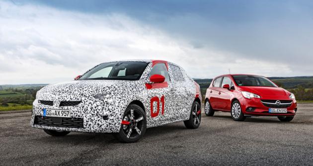 Nová Corsa vyjíždí na platformě PSA. V pozadí stávající Corsa E na mechanickém základu GM/Fiat