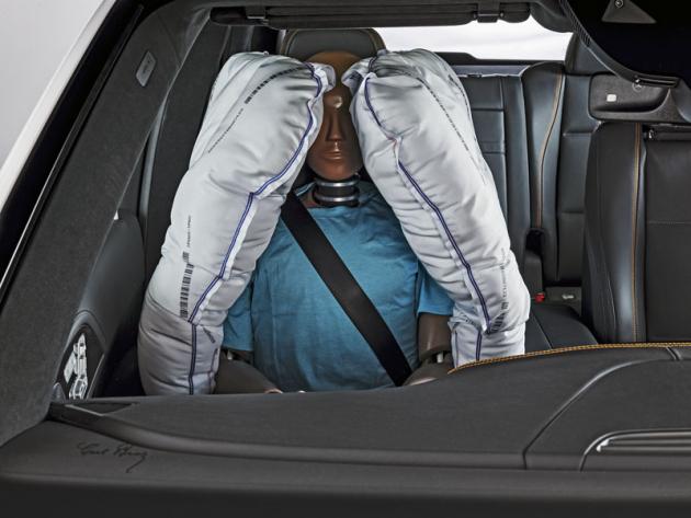 Nová generace bočních airbagů počítá s tím, že posádka nebude uautonomních vozů vždy sedět na jednom místě, jako je tomu dosud