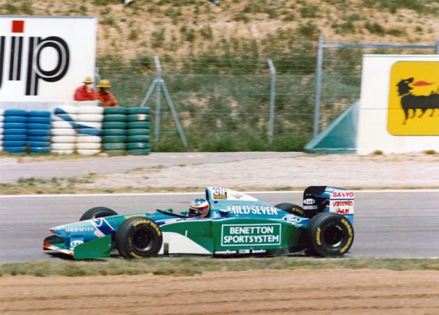 Michael Schumacher dobyl svůj první ze sedmi titulů mistra světa v roce 1994 (Benetton-Ford)