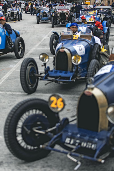 Kde jinde spatřit více než 20 originálních vozů Bugatti při ostrém závodě? Jedině vItálii v polovině května!