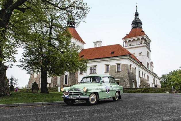 Škoda Spartak z roku 1957 byla jednou zozdob soutěže