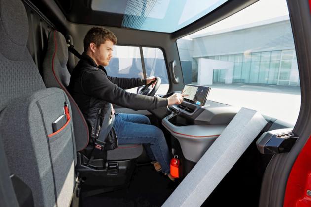 """EZ – FLEX nabídne řidiči prostorné a přehledné """"pracoviště"""""""