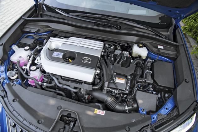 Pod kapotou je vždy zážehový dvoulitr, buď standardní, nebo jako hybrid