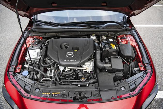 Vznětový motor vhodně zapadá do nabídky pohonných jednotek určených pro Mazdu 3. Doplňuje dvojici zážehových agregátů