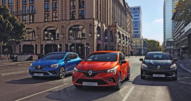 Pro každého něco. Vlevo sportovní Clio R.S. Line, vpravo luxusní Clio Initiale Paris