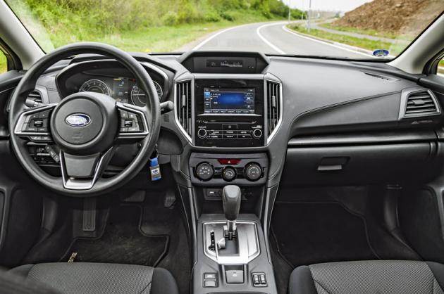 """Současná generace Subaru Impreza je po stránce ergonomie prakticky bezchybná. Také cenově nejdostupnější verze nabízí dotykový displej, ten má ovšem místo 8"""" velikost 6,5"""""""
