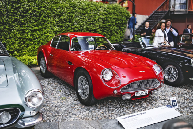 Jelikož Zagato letos slaví sto let, nechyběly ani exkluzivní kousky této karosárny. Například neobvykle rudý Aston Martin DB4 GT Zagato