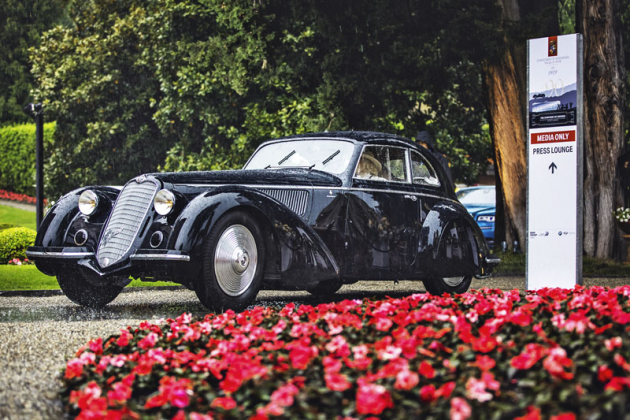 Celkovým vítězem letošní soutěže elegance se stala Alfa Romeo 8C 2900B s karoserií Touring, poháněná řadovým osmiválcem