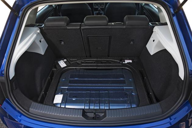 I přes instalaci nádrží na CNG pojme zavazadlový prostor modelu Seat Leon TGI velmi slušných 482 l nákladu