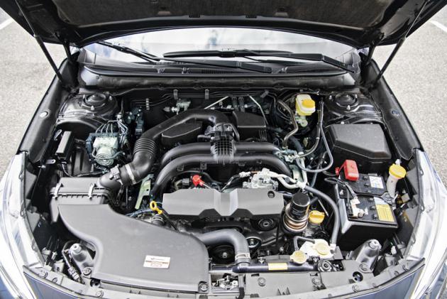 Plochý zážehový čtyřválec 2,5 litru poskytuje dostatečnou dynamiku. Přiklidné jízdě dokáže jezdit pod 9 l/100 km