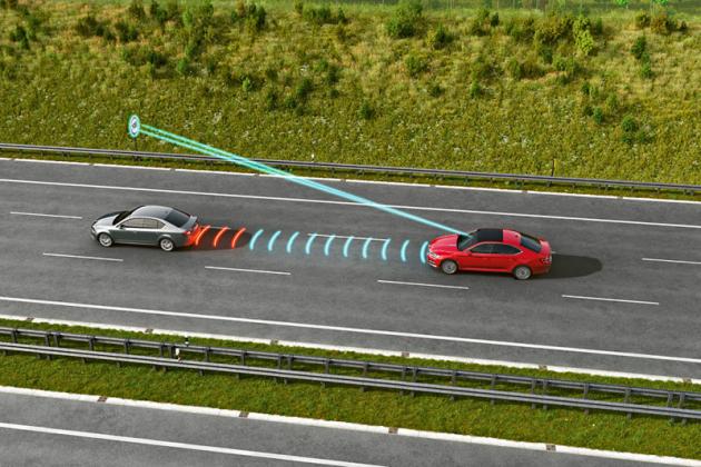 Prediktivní tempomat upravuje rychlost ivzávislosti na terénu a dopravním značení
