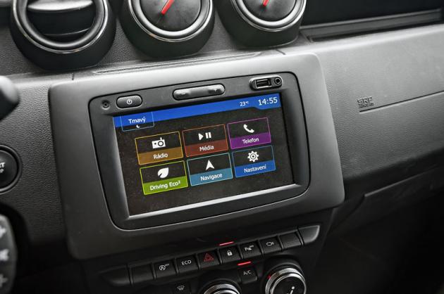 Už i Dacia nabízí multimediální systém vybavený Android Auto a Apple CarPlay. Za mapové podklady pro celou Evropu se připlácí 3000 Kč