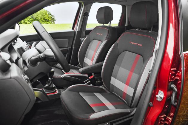 Čalounění kombinující černou, červenou a šedou barvu je další specialitou výbavy Techroad. Rozsah nastavení sedadla řidiče i volantu je dostatečný k tomu, abyste si zde snadno našli správnou pozici.