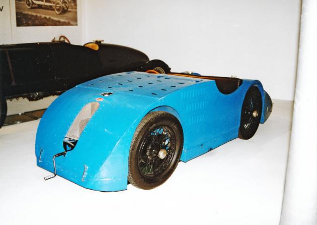 Bugatti 32 Grand Prix saerodynamickou karoserií zvanou tank bylo dodáno také manželům Junkovým do Prahy (1923)