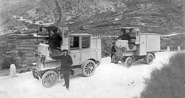 Poštovní omnibus a furgon Laurin aKlement typ E v Černé Hoře (1909)