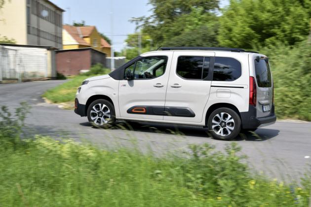 Podvozek Berlinga je nastaven podobně jako v běžném osobním voze. Jízdní vlastnosti jsou proto velmi dobré i při malém vytížení