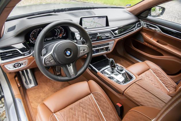 Luxusní interiér je v tomto případě doplněn koženým čalouněním BMW Individual soriginálním prošíváním