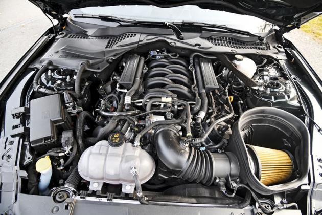 Mustang Bullitt je minimalistou: na pohled strohým, namotoru mírně posíleným