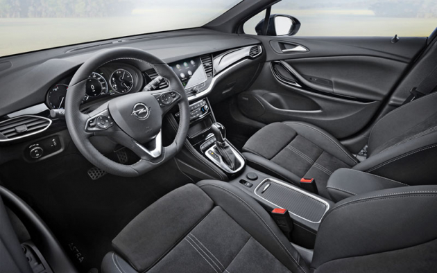 Astra vyniká znamenitou ergonomií apohodlnými sedadly