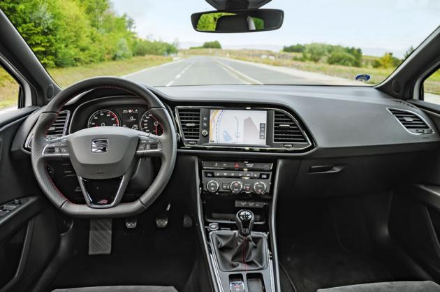 Seat Leon ST 1.5TGI sice oficiálně patří mezi vozy salternativními pohony, na pohled to ale sotva poznáte. Zvenku iuvnitř je to zkrátka starý dobrý Leon